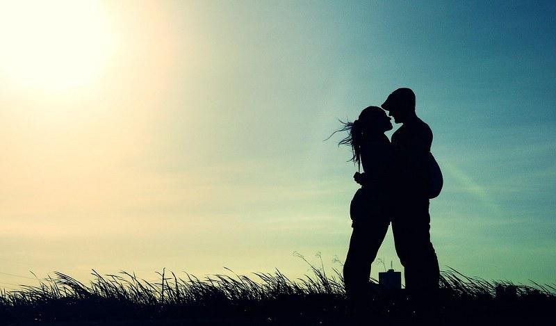 Come coprire i succhiotti: trucchi e consigli per farli sparire