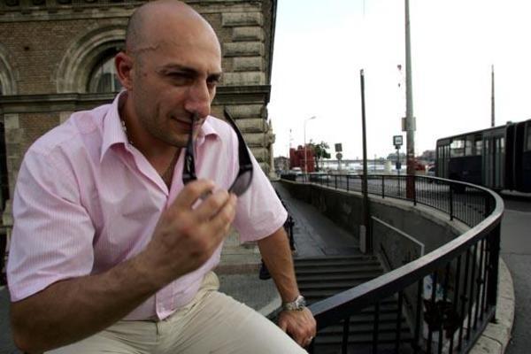 Botta e risposta con il porno attore Omar Galanti