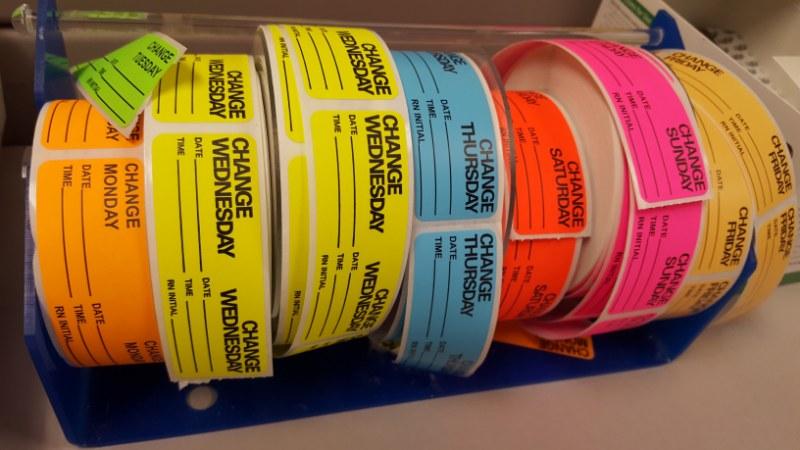 La colla per etichette adesive: come scegliere quella giusta